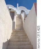 Купить «Греция. Остров Санторини, город Иа», фото № 311425, снято 29 июня 2006 г. (c) Елена Воронкова / Фотобанк Лори