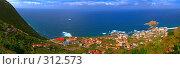 Купить «Панорама маленького океанского города, Острова Мадейра, Португалия», фото № 312573, снято 16 января 2019 г. (c) М / Фотобанк Лори