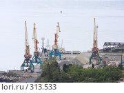 Купить «Ялта. Грузовой порт», эксклюзивное фото № 313533, снято 2 мая 2008 г. (c) Дмитрий Неумоин / Фотобанк Лори