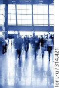 Купить «Утро в холле офиса», фото № 314421, снято 12 апреля 2008 г. (c) Сергей Байков / Фотобанк Лори