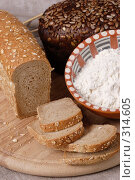 Купить «Хлебные кусочки и мука», фото № 314605, снято 21 ноября 2004 г. (c) Кравецкий Геннадий / Фотобанк Лори