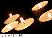 Купить «Свеча», фото № 314961, снято 6 ноября 2006 г. (c) Роман Сигаев / Фотобанк Лори