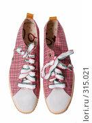 Купить «Туфли на белом фоне», фото № 315021, снято 29 мая 2007 г. (c) Илья Лиманов / Фотобанк Лори
