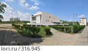 Купить «Город Краснокаменск, дом культуры Даурия, панорама», фото № 316945, снято 5 июня 2008 г. (c) Геннадий Соловьев / Фотобанк Лори