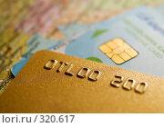Купить «Кредитные карты на фоне географической», фото № 320617, снято 26 мая 2018 г. (c) Максим Пименов / Фотобанк Лори