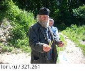 Купить «Монах со свечами», фото № 321261, снято 7 июня 2008 г. (c) Ольга Смоленкова / Фотобанк Лори