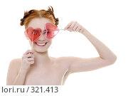 Купить «Девушка с леденцами в форме сердец на белом фоне», фото № 321413, снято 16 января 2008 г. (c) Лисовская Наталья / Фотобанк Лори