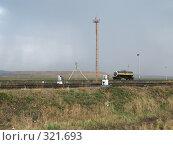Купить «Железнодорожная цистерна с серной кислотой стоит на путях ОАО ППГХО», фото № 321693, снято 13 июня 2008 г. (c) Геннадий Соловьев / Фотобанк Лори