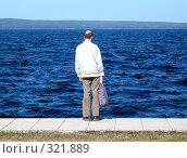 Купить «Одинокий мужчина на берегу», фото № 321889, снято 24 мая 2008 г. (c) Ноева Елена / Фотобанк Лори