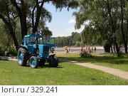 Купить «Трактор», фото № 329241, снято 14 июня 2008 г. (c) Татьяна Колесникова / Фотобанк Лори