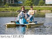 Купить «Девушки катаются на водном велосипеде (катамаране)», фото № 331873, снято 18 июня 2008 г. (c) Эдуард Межерицкий / Фотобанк Лори