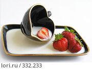 Купить «Клубничный десерт», фото № 332233, снято 19 июня 2008 г. (c) ikheid / Фотобанк Лори