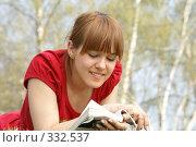 Купить «За чтением», эксклюзивное фото № 332537, снято 12 апреля 2008 г. (c) Natalia Nemtseva / Фотобанк Лори
