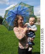 Купить «Мама с ребенком», фото № 333905, снято 15 июня 2008 г. (c) ИВА Афонская / Фотобанк Лори