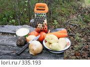 Ингредиенты для борща в полевых условиях. Стоковое фото, фотограф Круглов Олег / Фотобанк Лори