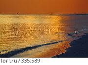 Купить «Закат на морском побережье», фото № 335589, снято 18 ноября 2018 г. (c) М / Фотобанк Лори