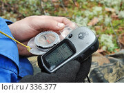 Купить «Старый компас и спутниковый навигатор GPS», фото № 336377, снято 9 июня 2008 г. (c) Круглов Олег / Фотобанк Лори