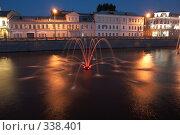 Купить «Ночной фонтан», фото № 338401, снято 11 августа 2007 г. (c) Чепелев Егор / Фотобанк Лори