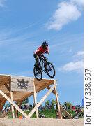 Купить «В полете», фото № 338597, снято 8 июня 2008 г. (c) Антон Голубков / Фотобанк Лори