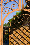 Фрагмент железных ворот во двор музея Анатолия Дурова в Таганроге, фото № 339117, снято 21 июня 2008 г. (c) Борис Панасюк / Фотобанк Лори