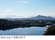 Купить «Маленький город на побережье фьорда в острове Lofoten», фото № 340017, снято 10 августа 2006 г. (c) Максим Горпенюк / Фотобанк Лори