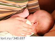 Купить «Младенец на руках у матери. Mother's hand with the child», фото № 340697, снято 24 апреля 2019 г. (c) Losevsky Pavel / Фотобанк Лори