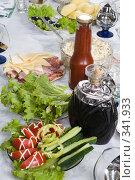 Купить «Сервировка стола. Еда и напитки.», фото № 341933, снято 19 июня 2008 г. (c) Федор Королевский / Фотобанк Лори