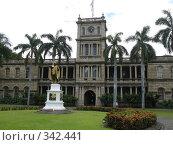 Купить «Гавайи, верховный суд штата, статуя Камехамеха первого», фото № 342441, снято 7 апреля 2008 г. (c) Гапотченко Дмитрий / Фотобанк Лори