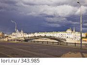 Купить «Вид на Лужков мост на Водоотводном канале перед грозой», фото № 343985, снято 27 июня 2008 г. (c) Эдуард Межерицкий / Фотобанк Лори