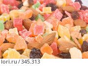 Купить «Смесь из сухофруктов и орехов», фото № 345313, снято 27 марта 2008 г. (c) Мельников Дмитрий / Фотобанк Лори