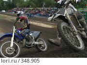 Купить «Мотокросс, обгон на вираже», фото № 348905, снято 5 июля 2008 г. (c) Талдыкин Юрий / Фотобанк Лори