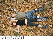 Купить «Роллеры лежат на траве», фото № 351121, снято 30 сентября 2007 г. (c) Losevsky Pavel / Фотобанк Лори