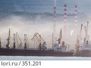 Купить «Утренний туман в порту города Новороссийска», фото № 351201, снято 3 июля 2008 г. (c) Федор Королевский / Фотобанк Лори