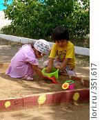 Купить «Девочки в песочнице», фото № 351617, снято 4 июля 2008 г. (c) Мукашева Асель / Фотобанк Лори