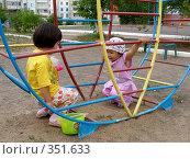 Купить «Дети на турнике», фото № 351633, снято 4 июля 2008 г. (c) Мукашева Асель / Фотобанк Лори