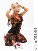Купить «Блондинка в красивом платье», фото № 351669, снято 4 июля 2008 г. (c) Михаил Мандрыгин / Фотобанк Лори