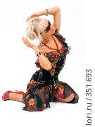 Купить «Блондинка в красивом платье», фото № 351693, снято 4 июля 2008 г. (c) Михаил Мандрыгин / Фотобанк Лори