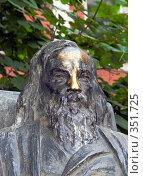 Купить «Памятник Д.И. Менделееву с натертым носом. Примета на удачную сдачу экзаменов.», эксклюзивное фото № 351725, снято 7 июля 2008 г. (c) Александр Щепин / Фотобанк Лори
