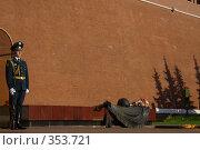 Купить «Вечный Огонь в Александровском саду в Москве», фото № 353721, снято 19 августа 2018 г. (c) Сергей Иващенко / Фотобанк Лори