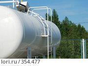 Купить «Автозаправочная цистерна с газом», фото № 354477, снято 14 июня 2008 г. (c) Елена Бринюк / Фотобанк Лори