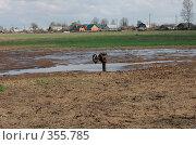 Купить «Кран в поле», фото № 355785, снято 19 апреля 2008 г. (c) Анастасия Gorkaia / Фотобанк Лори