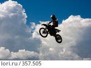 Купить «Мотоцикл на фоне неба», фото № 357505, снято 6 июля 2008 г. (c) Евгений Батраков / Фотобанк Лори