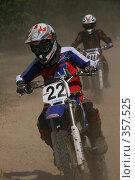 Купить «Мотогонки», фото № 357525, снято 6 июля 2008 г. (c) Евгений Батраков / Фотобанк Лори