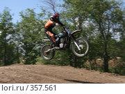 Купить «Мотогонки», фото № 357561, снято 6 июля 2008 г. (c) Евгений Батраков / Фотобанк Лори