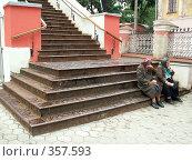 Купить «Бабушки у церкви», фото № 357593, снято 23 июля 2006 г. (c) Тарановский Д. / Фотобанк Лори