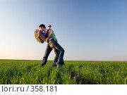 Купить «Поцелуй в поле», фото № 358181, снято 12 апреля 2008 г. (c) Арестов Андрей Павлович / Фотобанк Лори