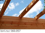 Купить «Строительство деревянного дома. Потолочные балки.», фото № 360057, снято 13 июля 2008 г. (c) Алла Матвейчик / Фотобанк Лори