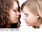 Купить «Две девушки смотрящие друг на друга», фото № 360105, снято 17 мая 2008 г. (c) Сергей Сухоруков / Фотобанк Лори