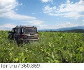 Купить «Внедорожник на фоне гор», фото № 360869, снято 11 июля 2008 г. (c) Влад / Фотобанк Лори