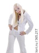 Купить «Девушка со светлыми волосами в белом костюме», фото № 365217, снято 25 мая 2008 г. (c) Михаил Малышев / Фотобанк Лори